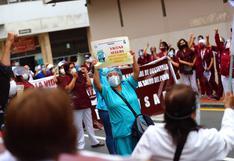 Obstetras del Minsa acatan huelga nacional indefinida y protestan frente al MEF | FOTOS