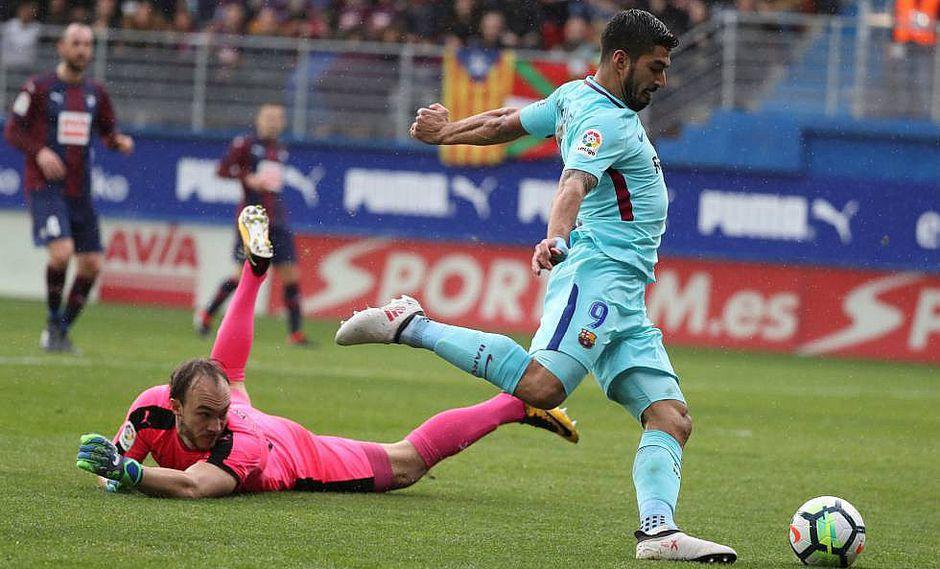 Líder Barcelona vence 0-2 al Eibar con goles de Suárez y Alba