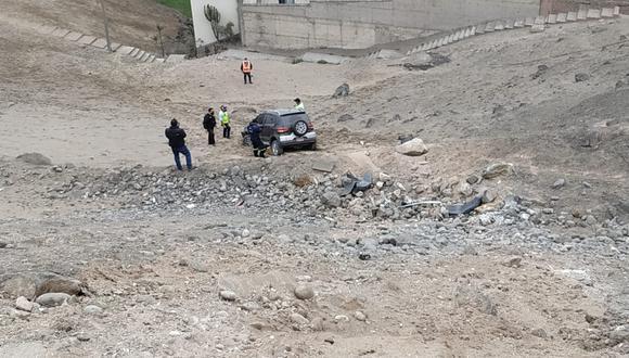 Vehículo se despistó y rodó 50 metros por un abismo. (Foto: Municipalidad de Surco)