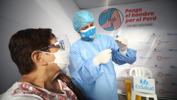 La vacunación se desarrolla en todo el país. (Foto: Britanie Arroyo / @photo.gec)