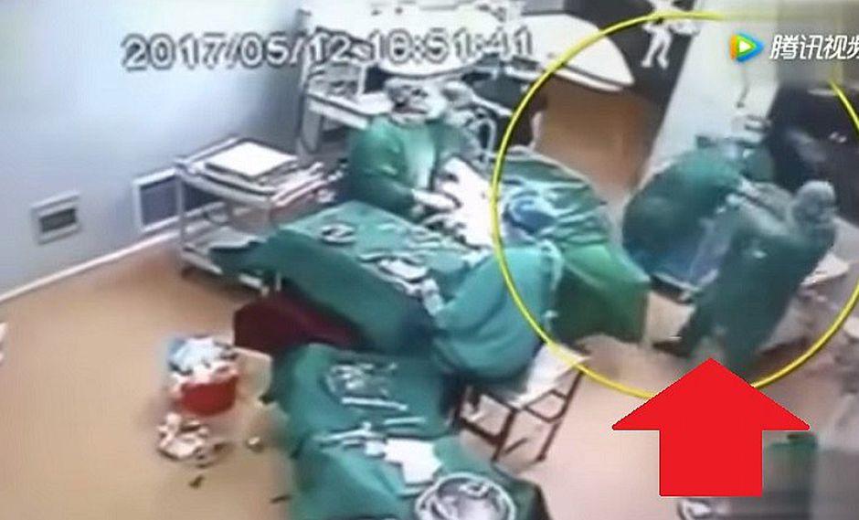 YouTube: médicos se pelean en plena sala de operaciones (VIDEO)