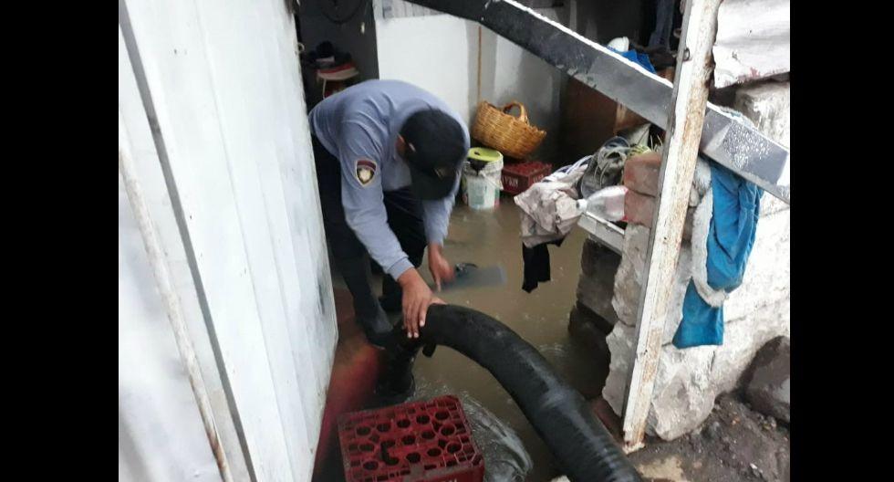 Con apoyo de motobombas se procedió al retiro del agua en las viviendas afectadas (GEC)