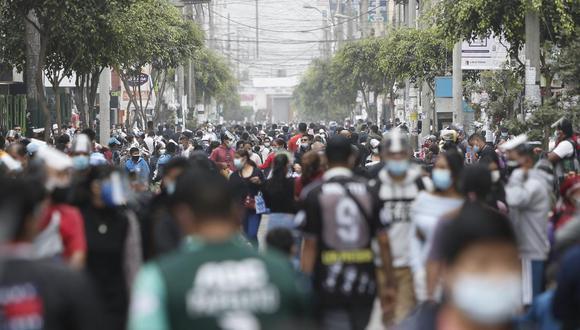 El número de personas fallecidas y contagios aumentó este lunes, informó el Minsa.. (Foto: Jorge Cerdán/GEC)