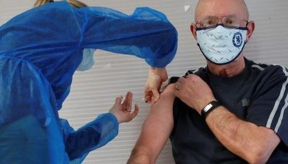 La probabilidad de ser ingresado a un hospital disminuye un 85% con la vacuna de Pfizer y un 94% con la de AstraZeneca. (Foto: Reuters)