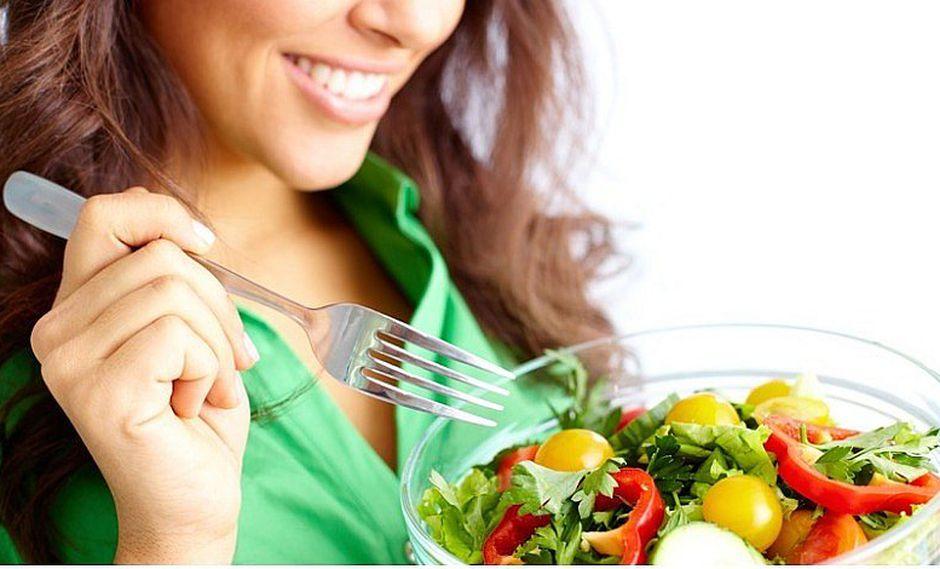 5 recomendaciones alimenticias antes de iniciar a practicar un deporte