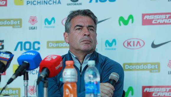 Pablo Bengoechea brindó conferencia de prensa tras salida nocturna de Jean Deza y Carlos Ascues.