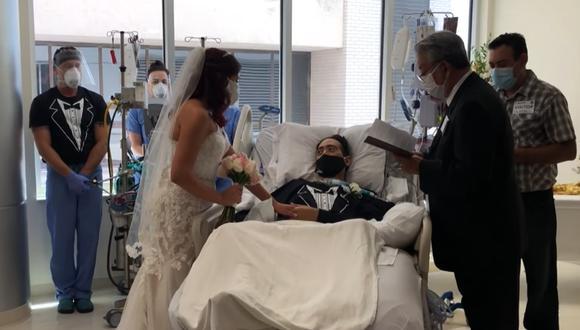 Mujer le da el ″sí″ a su novio contagiado con Covid-19 y que está grave en cama UCI | Fuente: Facebook