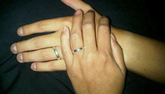 Magdyel Ugaz intercambio anillos en señal de fidelidad