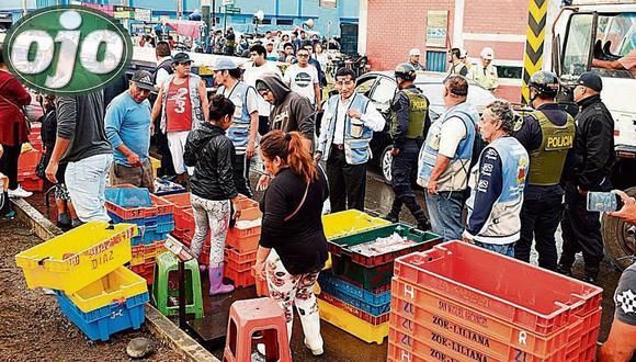 Desalojan a ambulantes de terminal pesquero