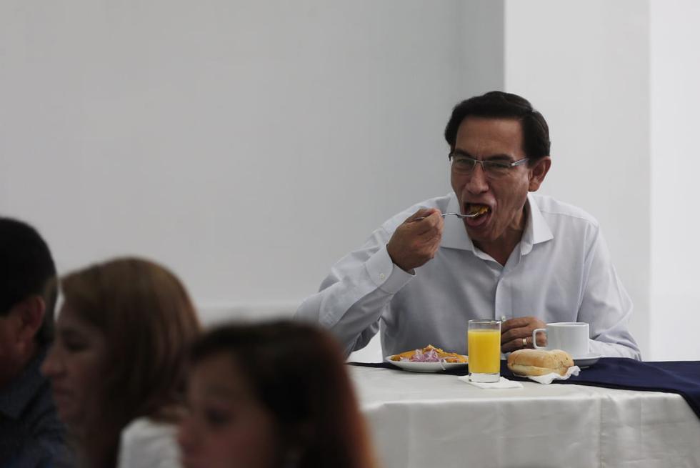 Desayuno electoral del ex presidente y candidato al congreso por Somos Perú, Martín Vizcarra.