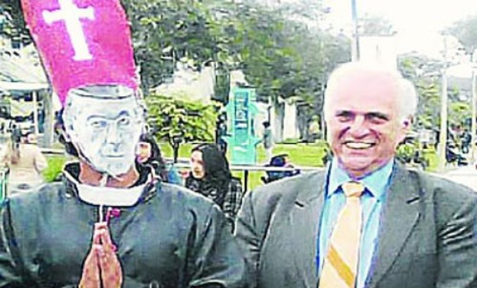 Autoridades de la PUCP se burlan de Cipriani
