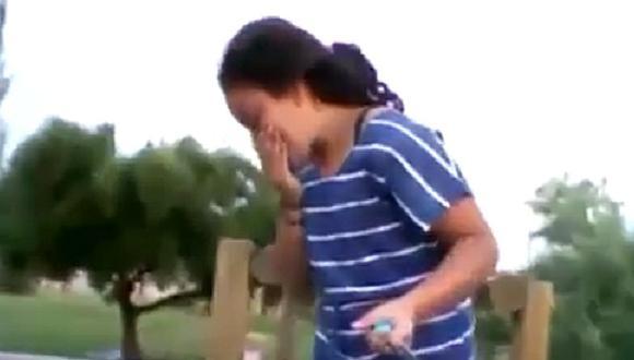 YouTube: niña graba algo terrible mientras jugaba en el parque con sus amigas (VIDEO)