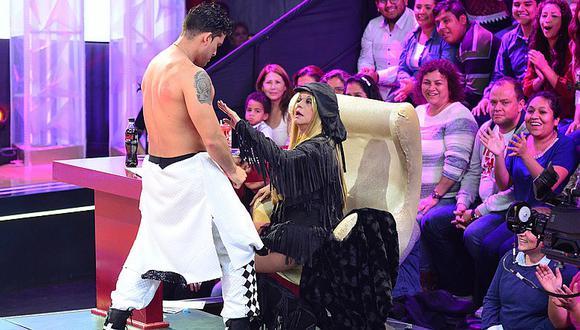 El Gran Show: Christian Domínguez deja en shock a Yola Polastri con sensual baile [FOTOS]