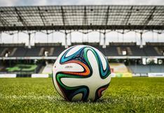 Iracundo recogebolas y árbitro hacen pasar un mal momento a un jugador de Roma