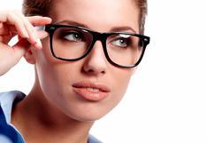 ¿Cómo maquillar los ojos si usa lentes? 5 pasos para realzar la mirada