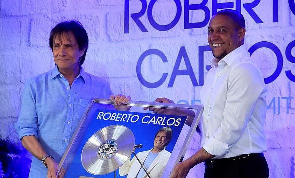 Roberto Carlos entrega premios a Roberto Carlos en gran encuentro (VIDEO)