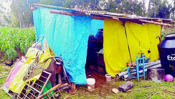 Hombre estafó y abandonó a su esposa pero ella construye casita para sus 6 hijos (FOTOS)