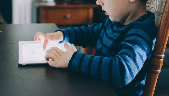 Un niño que pasa más de media hora con tecnología puede desarrollar problemas en su conducta