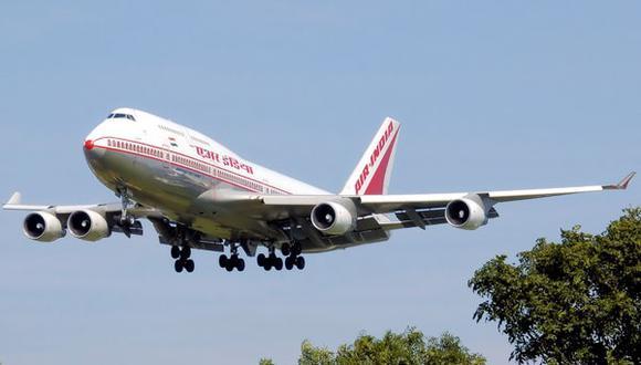 Insólito: Pilotos de avión dejaron a azafatas al mando mientras se fueron a dormir
