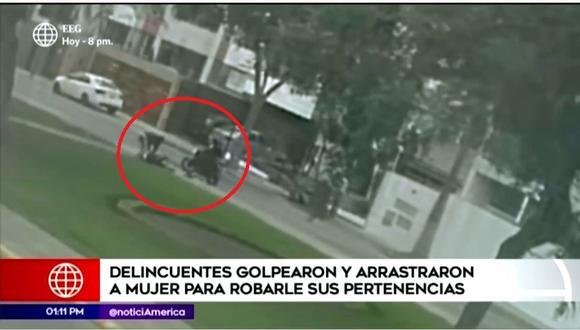 Una persona intentó ayudar a la víctima, pero también fue encañonada. (Captura América Noticias)