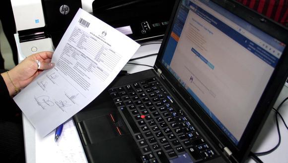 Conoce qué trámites puedes realizar vía online a través de la página del Reniec. Foto: Andina