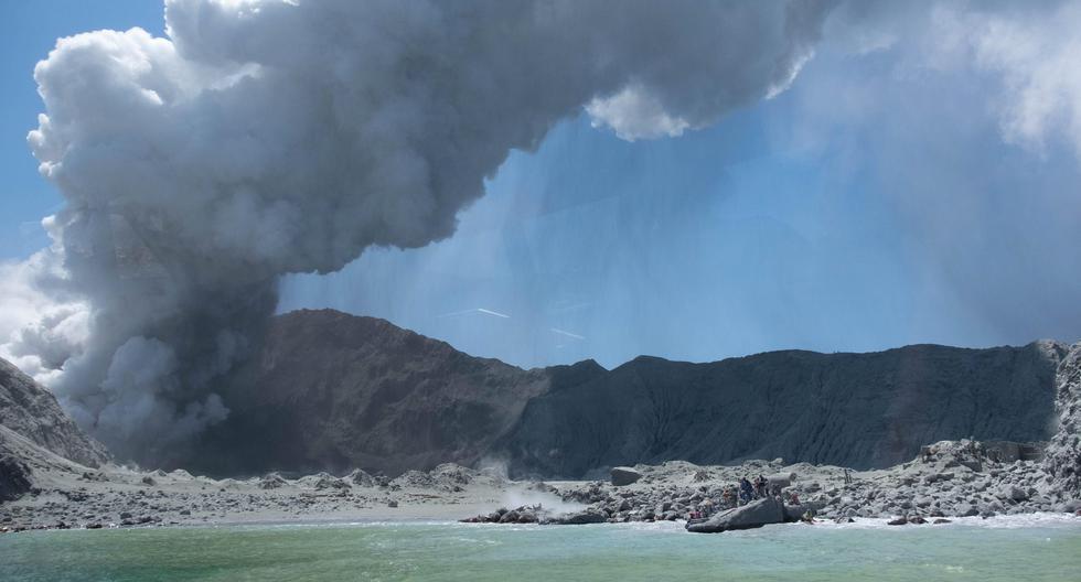 Como se recuerda, el volcán Whakaari entró en erupción en el mismo momento que un grupo de turistas lo visitaban. (Archivo / EFE)