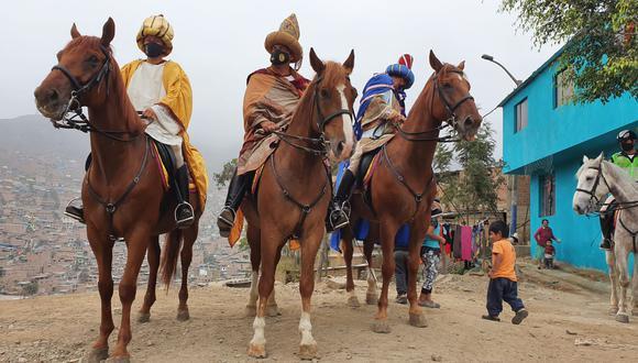 Niños disfrutaron de la presencia de los Reyes Magos. (PNP)