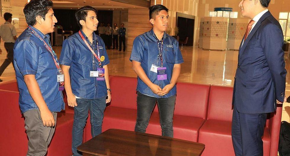 Universitarios peruanos alcanzan ser los 10 mejores programadores del mundo