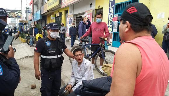 Uno de los delincuentes detenidos tras ser perseguidos varias cuadras. (Municipalidad de Comas)