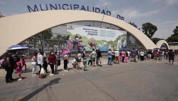 Largas colas se generaron para poder ingresar al Parque de las Leyendas en San Miguel - Fotos: Leandro Britto / @photo.gec