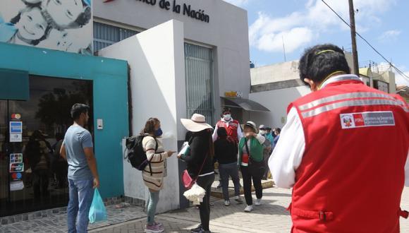 Arequipa. Descubren que mujeres procesadas por corrupción y trata de personas recibieron bono de 380 soles.
