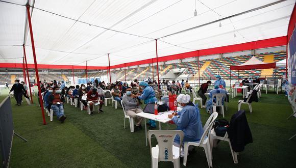 Entre las personas convocadas para el VacunaFest de este fin de semana están quienes tienen 23 años y deben recibir su primera dosis contra el COVID-19. (Foto: Fernando Sangama / GEC)