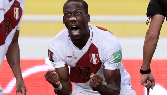 Peru's Luis Advincula celebrates after scoring against Ecuador during their South American qualification football match for the FIFA World Cup Qatar 2022 at the Rodrigo Paz Delgado Stadium in Quito on June 8, 2021. (Photo by FRANKLIN JACOME / POOL / AFP)